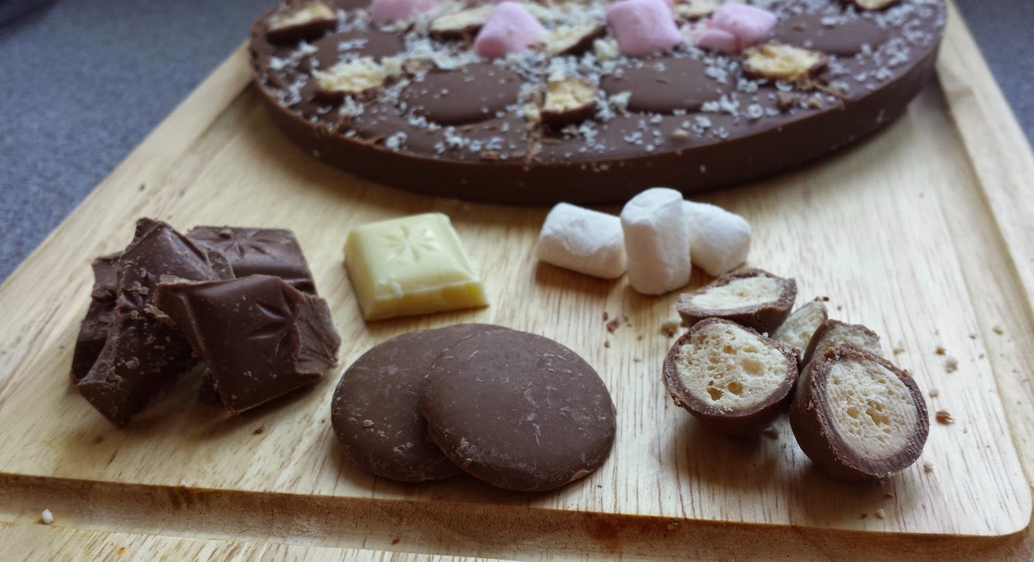 Rocky road chocolate pizza with toppings