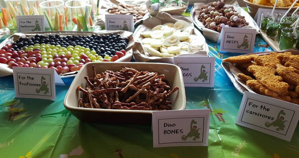 dinosaur party - food table