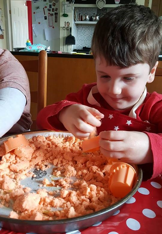Messy Apron review kinetic sand
