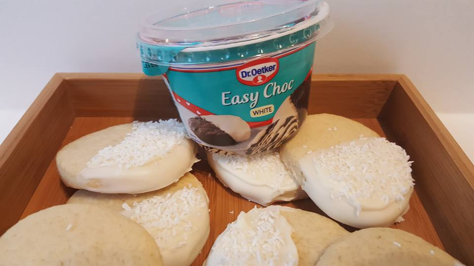 Frozen inspired biscuits - Dr Oetker Easy Choc White