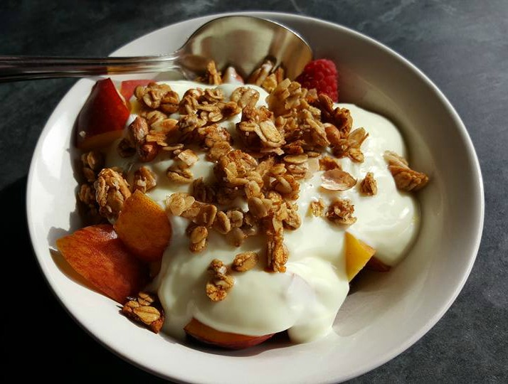 Spoon Apple & Peanut granola