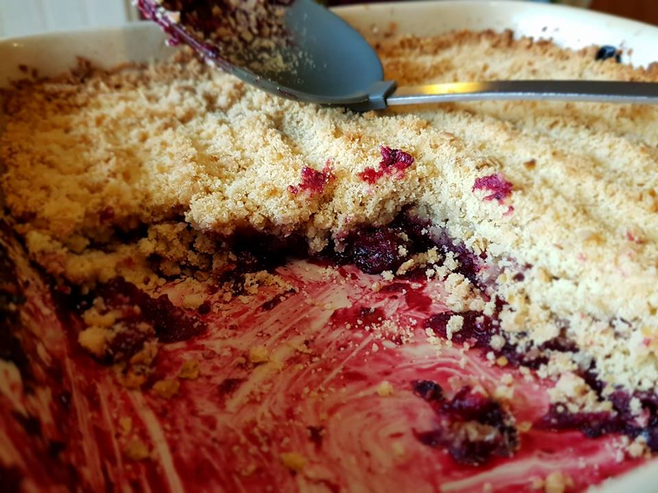 Crumble, apply & blackberry crumble