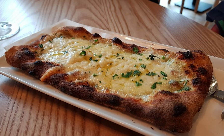 Garlic bread with cheese starter