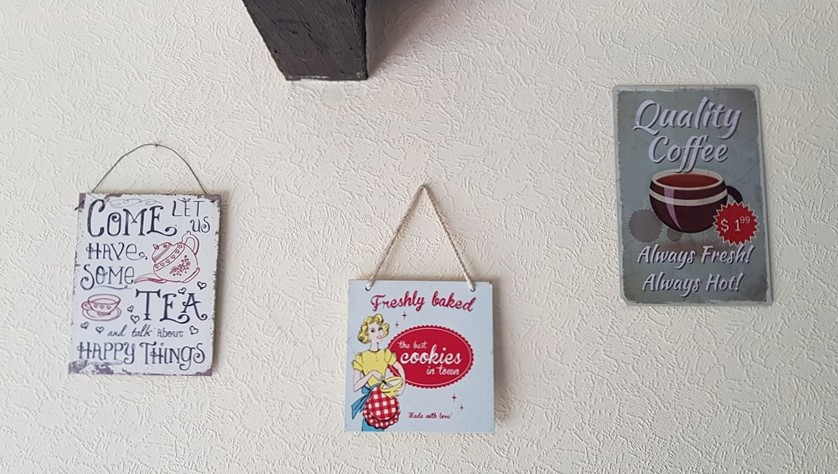 Wall decor, hanging metal signs
