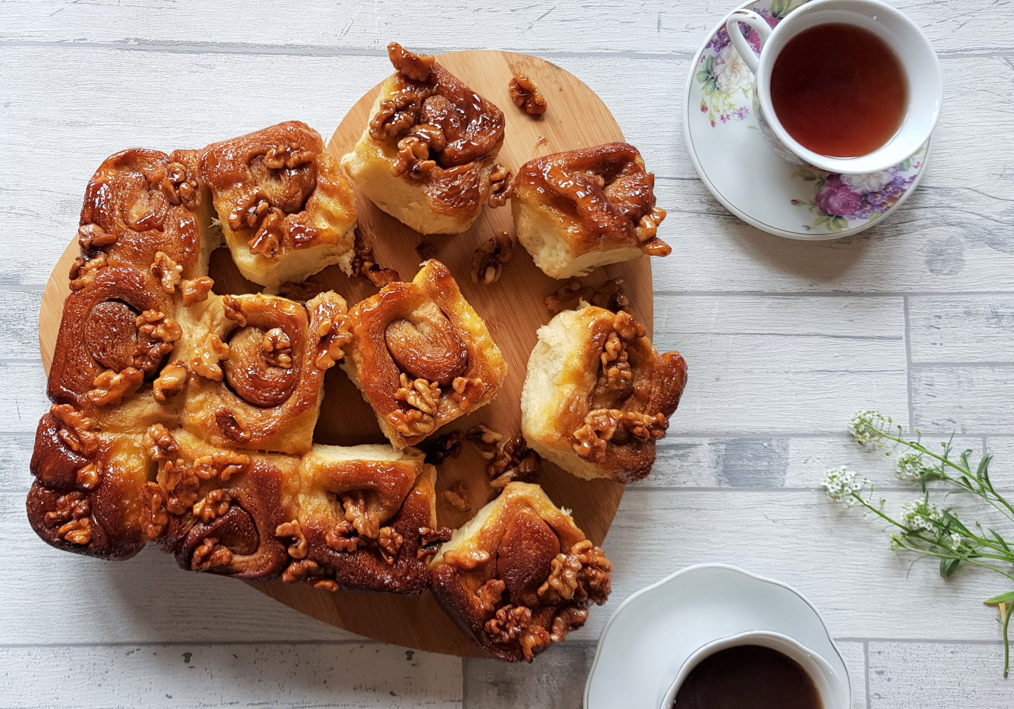 Sticky cinnamon and walnut breakfast buns