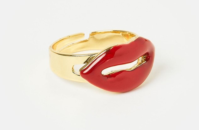 The Iconic lips ring
