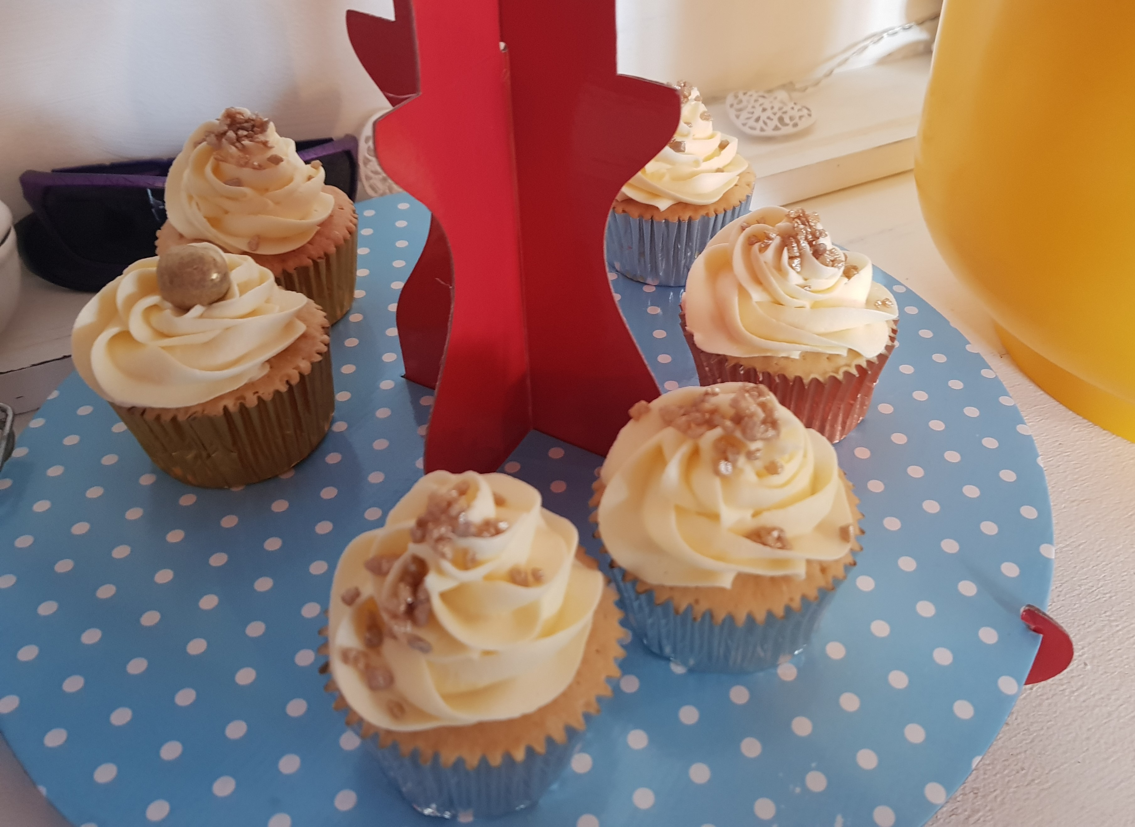 Cupcakes with golden decoration